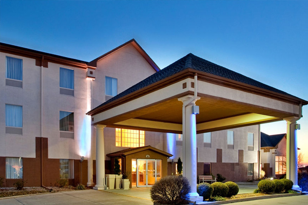 Premier Hotel Properties - Baymont Inn & Suites building entry in Highland.